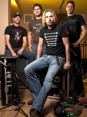 http://hardrockhideout.files.wordpress.com/2008/11/163917__nickelback_l.jpg