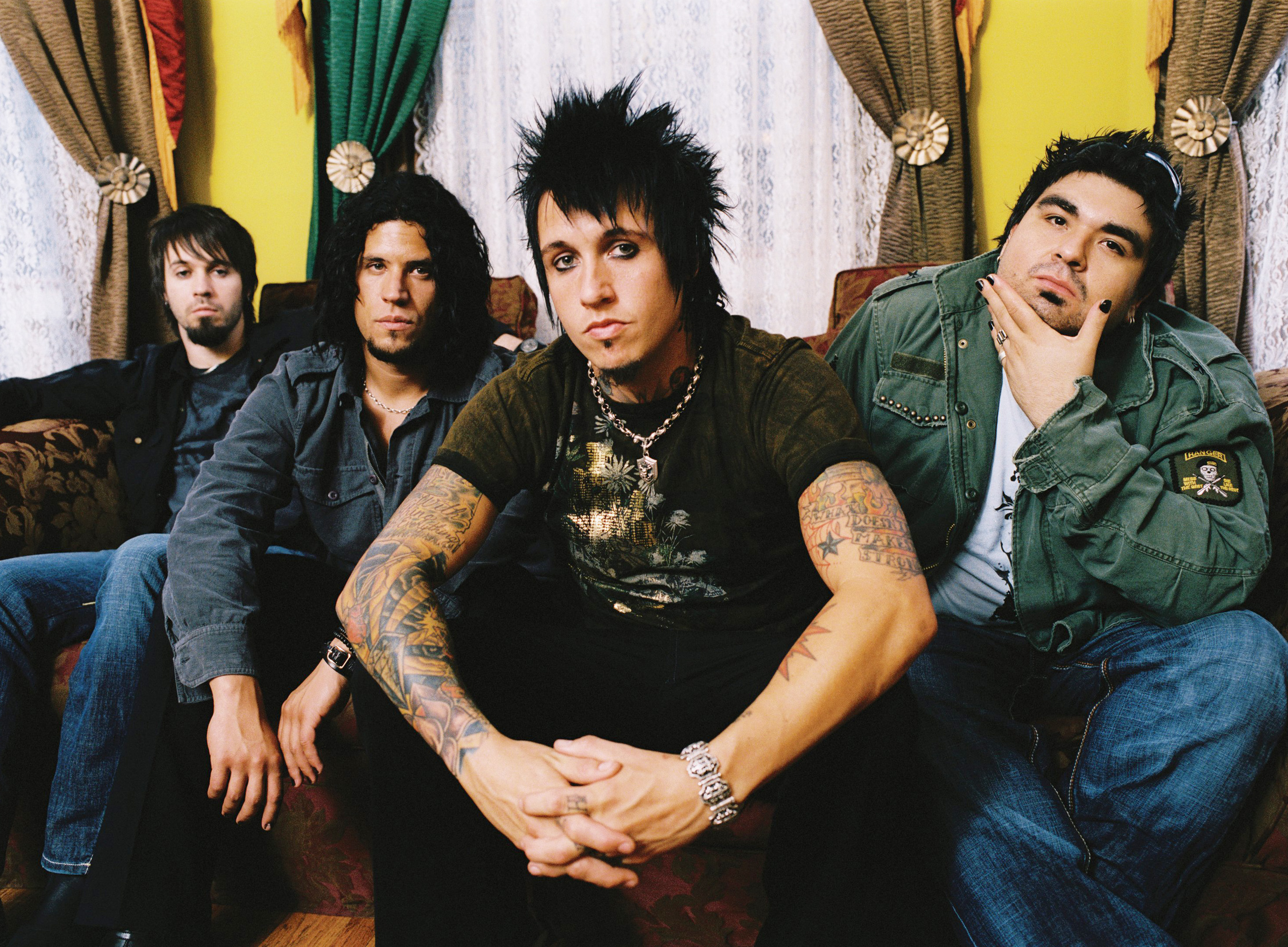 http://hardrockhideout.files.wordpress.com/2008/11/paparoach.jpg